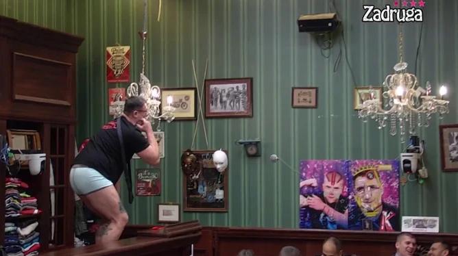 IZAZVAO SMEHOTRES! Kristijan Golubović napravio pravi haos u pabu, popeo se na šank, pa uradio ovo! (VIDEO)