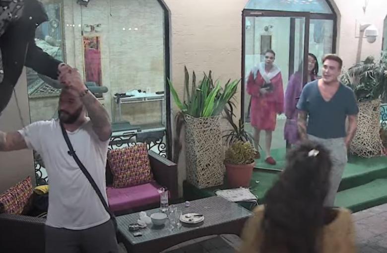 ALARMIRANA POLICIJA! Opsada, pokušala da pobegne iz vile (FOTO, VIDEO)