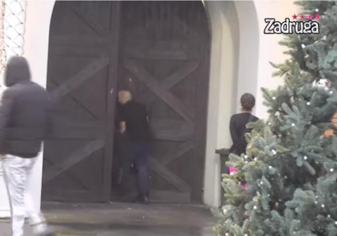"""ZAUVEK JE NAPUSTIO """"ZADRUGU""""! Emotivan rastanak pred kapijom – Suze u Beloj kući! (VIDEO)"""